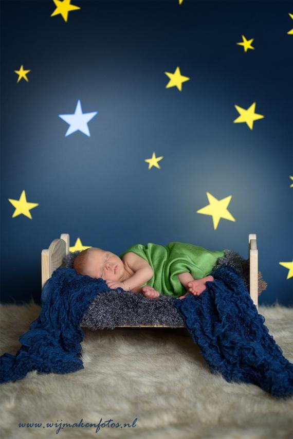 Newborn-fotograaf-den-bosch-bed-sterren-baby