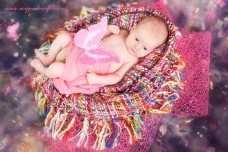 Baby meisje met vlinders